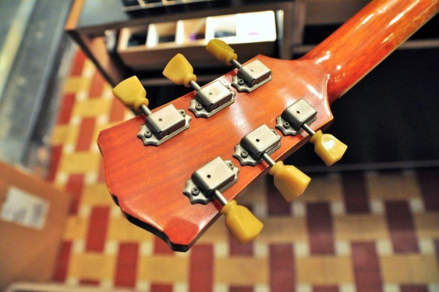 Eastman solidbody single cutaway antique amber