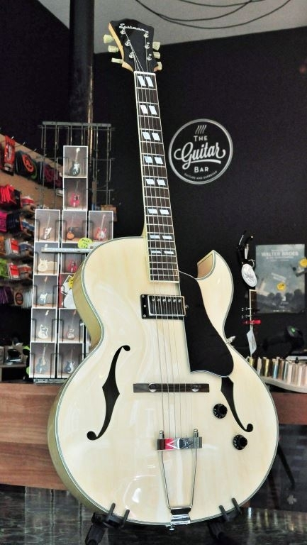 """Eastman 16"""" archtop 1pu blonde incl case"""
