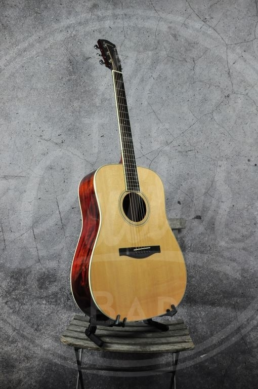 Eastman AC320 With Case