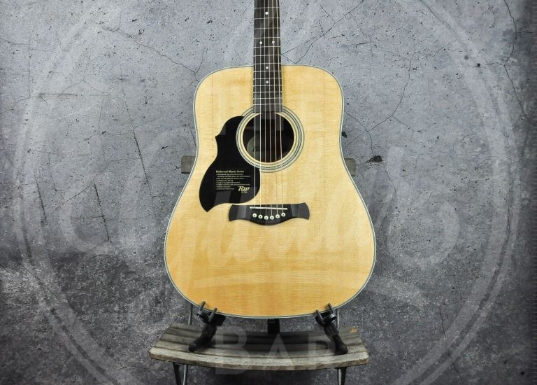 Richwood lefthand steelstring solid spruce top