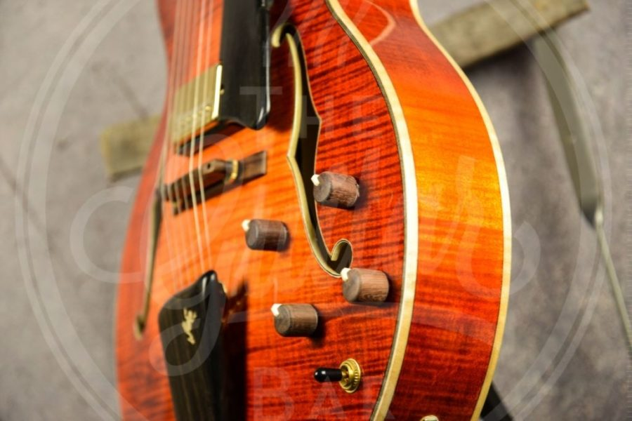 "Eastman John Pisano signature 16"" archtop - honeyburst incl case"