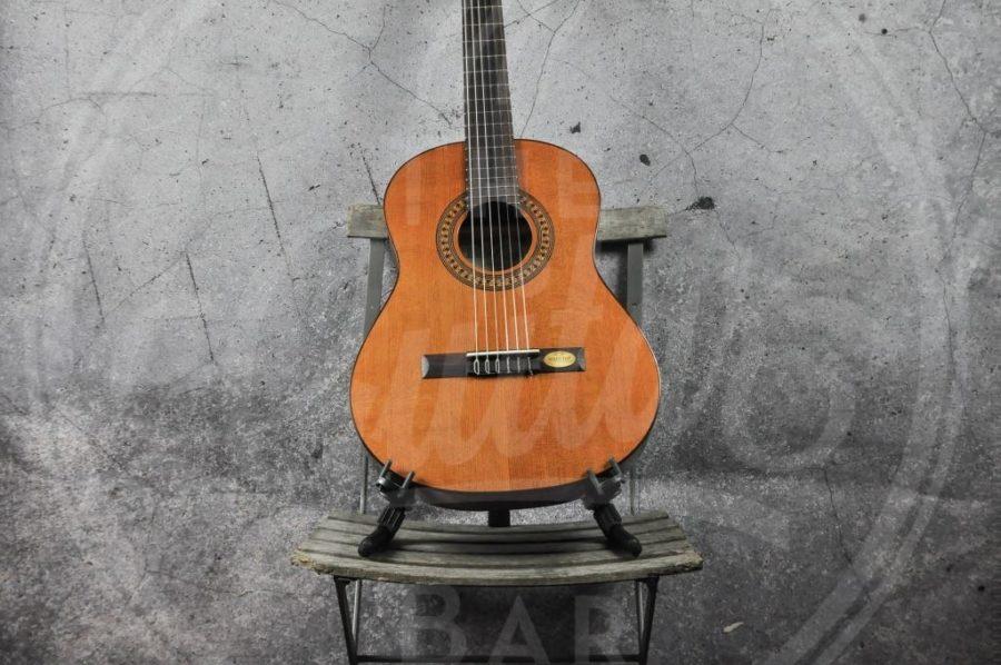Salvador Cortez Solid Top 1/2 classic guitar 1/2