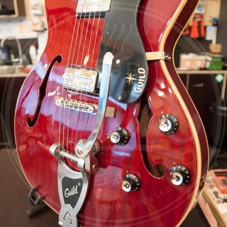 Guild Starfire III Cherry Red incl koffer